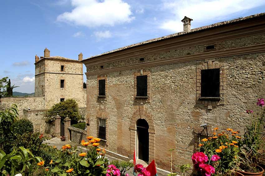 Borgo di Serravalle, Palace Gardens
